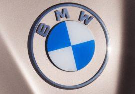 BMW представила новый логотип