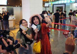 На Тайване запустили фейковые полёты: пассажиры проходят паспортный контроль и садятся в самолёт, который невзлетает
