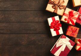 Носки, свечи, сувениры: россияне назвали худшие новогодние подарки