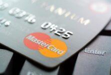 Mastercard и Samsung выпустят карту со сканером отпечатков пальцев