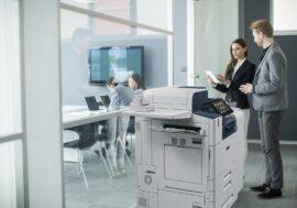 VersaLink C8000W: самый доступный и компактный принтер Xerox для декоративной полиграфии