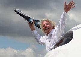 Ричард Бренсон стал первым миллиардером, совершившим полет в космос на своем корабле