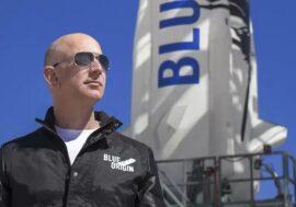 Космический корабль с Безосом на борту успешно приземлился