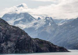 На Аляске одновременно начали извергаться сразу три вулкана