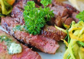Ди Каприо вложится в стартапы по выращиванию мяса из клеток